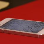 iPhoneの画面が割れて破損した写真